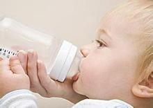 如何给宝宝挑选奶瓶